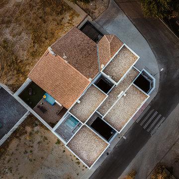 Casa discreta por fuera y espectacular por dentro.