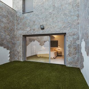 Immagine di un patio o portico scandinavo in cortile con un giardino in vaso, ghiaia e nessuna copertura