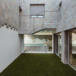 Esempio di un patio o portico nordico in cortile con un giardino in vaso, ghiaia e nessuna copertura