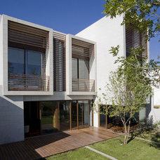 Contemporary Patio by Serrano Monjaraz Arquitectos