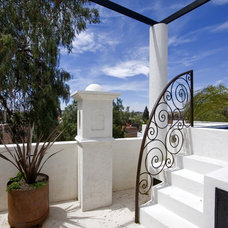 Southwestern Patio by House + House Architects