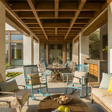 Contemporary Porch by Pozas Arquitectos