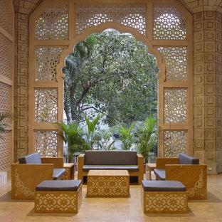 Immagine di un patio o portico etnico di medie dimensioni