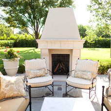 Traditional Patio by BERGHOFF DESIGN GROUP
