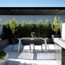 Contemporary Patio by Mim Design