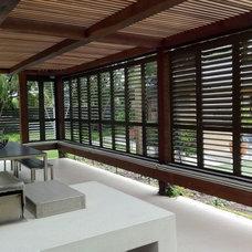 Modern Patio by Robson Rak Architects Pty Ltd