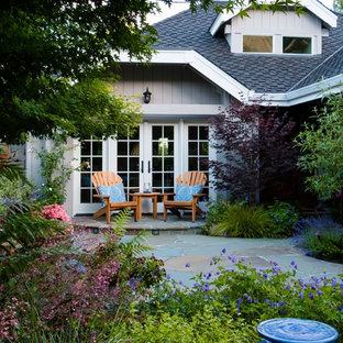Charming Cottage Courtyard