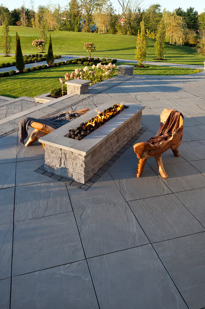Traditional Patio by Techo-Bloc