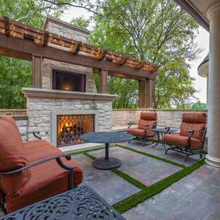 Inspiration for a timeless patio remodel in Dallas with a fire pit
