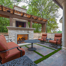 Traditional Patio by Harold Leidner Landscape Architects