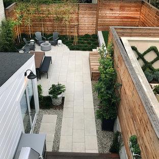 Ejemplo de patio contemporáneo, pequeño, sin cubierta, en patio trasero, con losas de hormigón y brasero