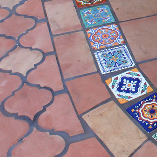 This is an example of a traditional patio in Los Angeles.