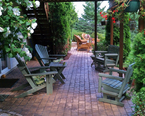 Example Of A Classic Patio Design In Detroit