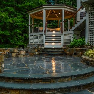 Esempio di un grande patio o portico minimal dietro casa con un focolare, pavimentazioni in pietra naturale e un gazebo o capanno