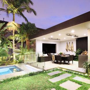 Idee per un patio o portico tropicale dietro casa con pavimentazioni in cemento e un gazebo o capanno