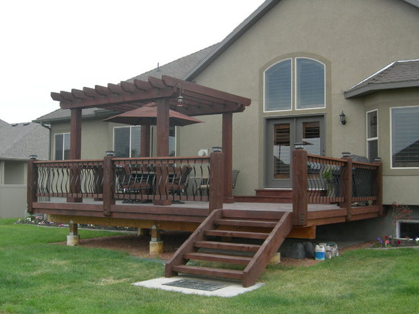 Traditional Patio by wake construction