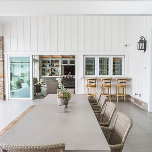 Exemple d'une terrasse arrière nature avec des pavés en béton et une extension de toiture.