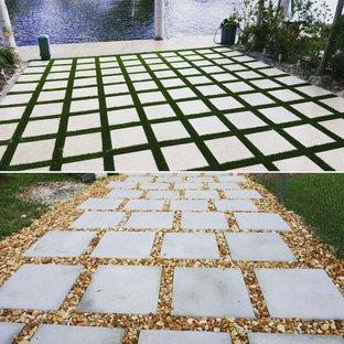 Ispirazione per un grande patio o portico tradizionale con cemento stampato