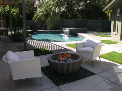 Contemporary Patio by Greg Trutza
