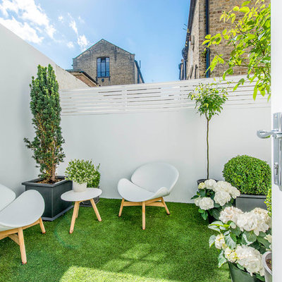 Example of a small trendy patio design in London