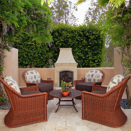 Attirant Example Of An Island Style Patio Design In Los Angeles With A Fire Pit