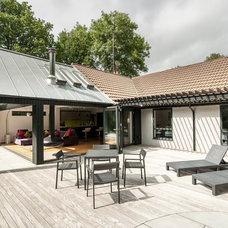 Contemporary Deck by designcubed