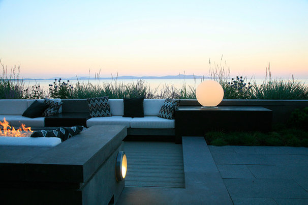 Contemporary Patio by jonathan craggs garden design