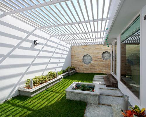 ejemplo de patio con adoquines de hormign y prgola