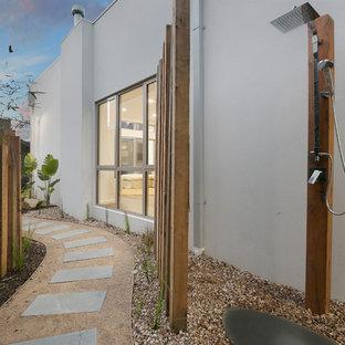 Ispirazione per un patio o portico design con ghiaia e nessuna copertura