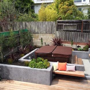 Idee per un patio o portico contemporaneo con lastre di cemento e nessuna copertura