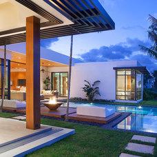 Contemporary Patio by ibi designs