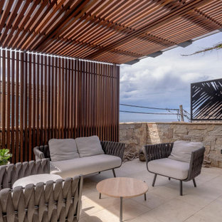 This is an example of a modern patio in Sydney.