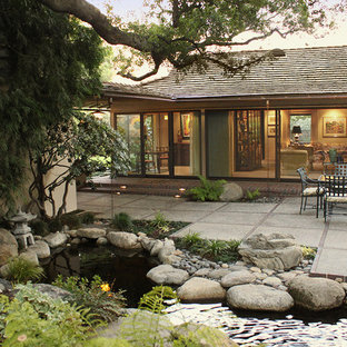 Design ideas for a midcentury patio in Los Angeles.