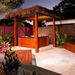 Esempio di un patio o portico tropicale con nessuna copertura