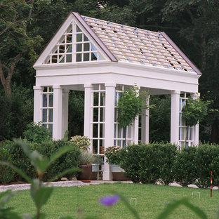 Foto di un patio o portico country con un gazebo o capanno