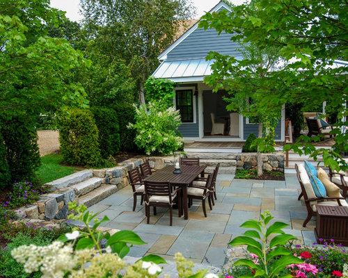Farmhouse patio design ideas remodels photos houzz for Decoracion patios exteriores
