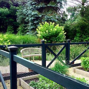 Ispirazione per un piccolo patio o portico country dietro casa con ghiaia e nessuna copertura
