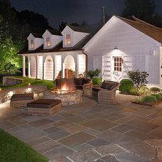 Farmhouse Landscape by Artemis Landscape Architects, Inc.