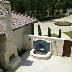mediterranean patio by DeCavitte Properties