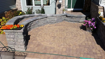 Courtyard Entry - Paver Patio and Sitting Wall