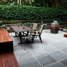 Modern Patio by Froglet Moss