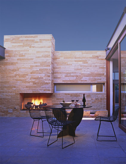 Midcentury Patio by Laidlaw Schultz architects
