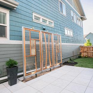 Idee per un patio o portico minimal di medie dimensioni e dietro casa con piastrelle