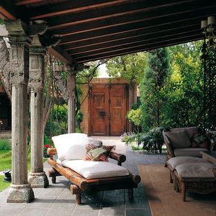 Immagine di un patio o portico etnico in cortile