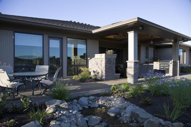 Asian Patio by Kaufman Homes, Inc.