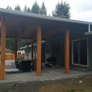 Ispirazione per un patio o portico american style di medie dimensioni e dietro casa con graniglia di granito e un tetto a sbalzo