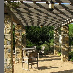 Ispirazione per un ampio patio o portico stile americano con graniglia di granito