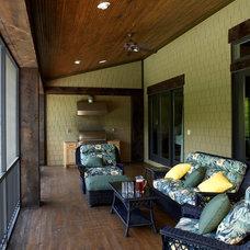 Craftsman Patio by Grainda Builders, Inc.
