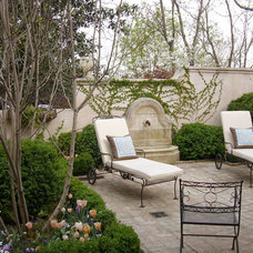 Traditional Patio by Stephen W. Hackney Landscape Architecture
