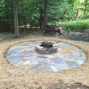 Foto de patio rural, de tamaño medio, sin cubierta, en patio trasero, con adoquines de piedra natural y brasero